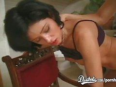 Hottie Mónica recibe un golpe duro en el culo