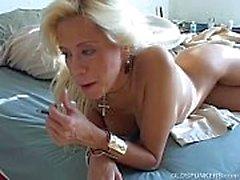 Super sexy rubia MILF desea que estuvieras follando su jugoso coño