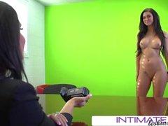 Brandy ja Jessica kääntyvät kameraansa, kun he haavat köyhää Kendallia