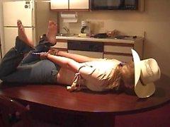 Erica Campbell hogtied cadeias