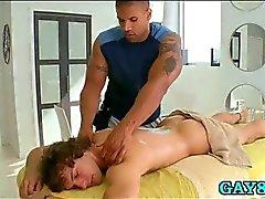 Сжатые задницу к парню