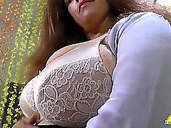 LATINCHILI Rosaly se masturba su coño grasa latino abuelita