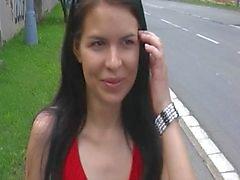 A da menina vestido vermelho no estacionamento papel 3 de