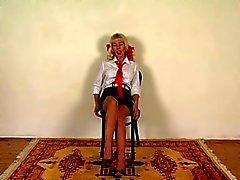 Passion del Regno Unito studentessa a sculacciate in calze di assemblati con graffe pezzo uno