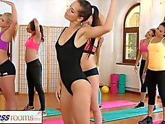 amanti FitnessRooms Lesbiche rendere tra loro sperma dopo il codice categoria di ginnastica