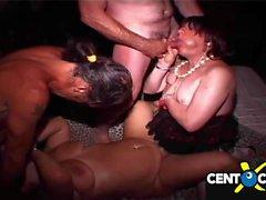 Verdorbene Orgie auf dem Markt! Ihre Frauen, Crossdresser und bisexuelle