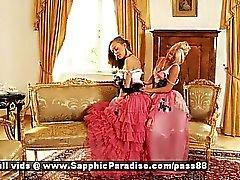 De Hailee et à Mya BLONDE et aussi rouquine filles lesbiennes baiser et le déshabillage