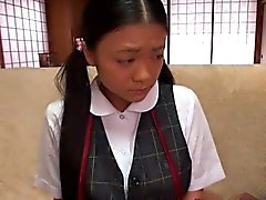 Piccolo Busty studentessa giapponese il clitoride stimolato