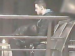 Amateur pareja capturado masturbándose y paja en público
