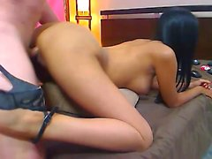 mamada interracial asiático