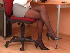 Sexy secretaresse in zwarte panty