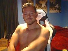kayboardporn cums on cam