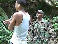 Cock amante chico militares pita a un niño