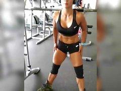 Marlina déchiré le muscle MILF