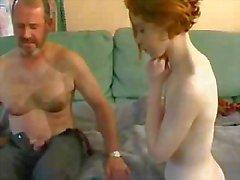 School leraar leert schoolmeisje hoe te neuken