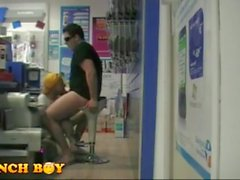 2 hombres Get It On a la tienda Fastenal