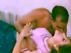 Соблазнительная Indian добраться Поцеловал