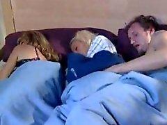 Mom dort et jouer du copain sa fille whit