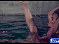 Prostituta exuberante Sandee Westgate idiota golpeaba la piscina