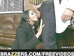 Onderdanige office assistent Missy Martinez neukt uiteindelijk haar baas