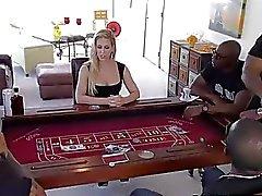 A Cherie DeVille queda ser jodida mediante big cocks negros