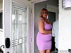 Sexy BBW Lila Lovely relaja y folla a su médico