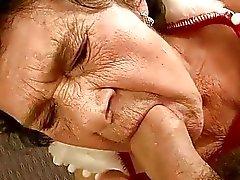 bien vieille mamie se fait baiser par un jeune garçon