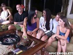 Tanner di Alexis Capri gioca piccante del del gioco roulette con la loro