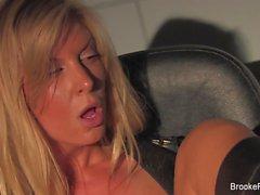 Att fördubbla problem för blont porrstjärna Brooke Banderoll