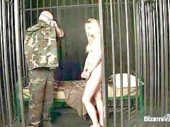 Kaksi kuumaa seksikäs kiimainen armeijaa nussitaan
