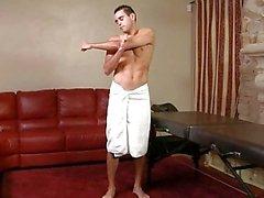 Omosessuali più anziano offre perno muscolosi massaggio rubinetto