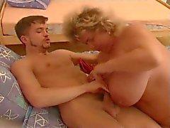 bbw oma met een geile jongen deel 1