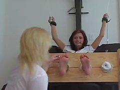 Britney Crissy Moran gıdıklar