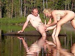 Monicamilf noruega fica fodido duramente perto big cock sueco