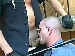 Hard musluklar üzerinde kirli hard polisleri