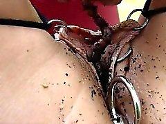 Alistuvaisia orja roikkuu keskeytetty ulkotiloissa sekä kestä ketjun
