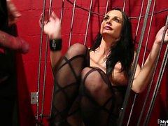 Alektra Blue wird im Käfig gefickt
