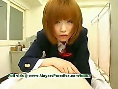 Rio Hamasaki inocente linda menina japonesa provocando um homem