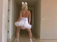 La Alison Angel del conejito Danza