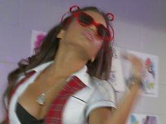 Latina Lupe Fuentes a corridas en las gafas