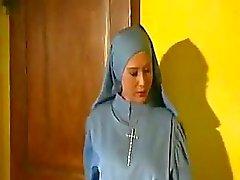 Tesão Cardeal Nun Fucks