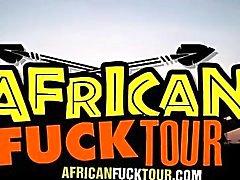 Cette prostituée africaine crépus aime se faire baiser comme une sale