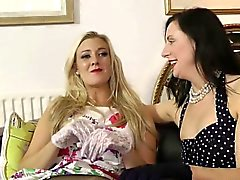 Stockinged british MILF loistava ja Licking