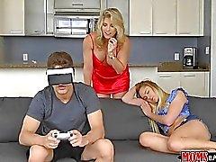 Adolescente atrapado Maduras follando a su novio