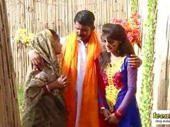 INdian vondo shadhu have romance with a beautiful desi girl - teen99