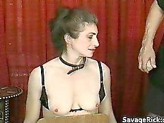 Pervers du MILF n'est esclaves sexuels de étrange bondage partie 1