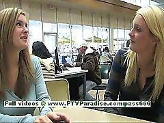 Withney восхитительными блондинку женщиной общественный мигающих синицы