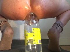 anal nöje med en flaska