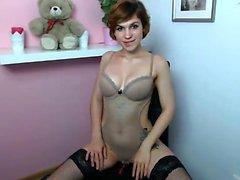Lingerie sexy vestida de loura Katie Kay tiras para se masturbar