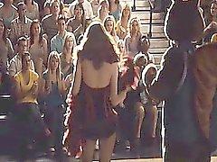 Здесь же Эмма Стоун показывать нам ее милое декольте и горячего